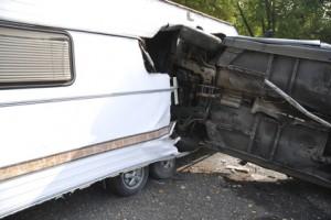 Verkehrsunfall mit Wohnwagen